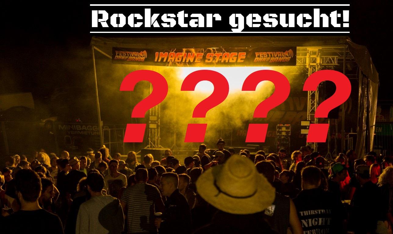 Rockstar gesucht! steht über der ImagineStage beim Festival ohne Bands 2018, vor der das Publikum jubelt. Auf der Bühne sind 4 Fragezeichen zu sehen.